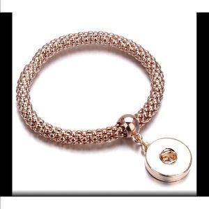 ❤️Rose Gold elastic bracelet w/ ginger snap button